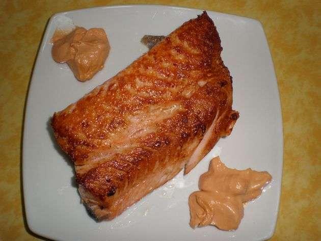Salmón con salsa rosa ligera